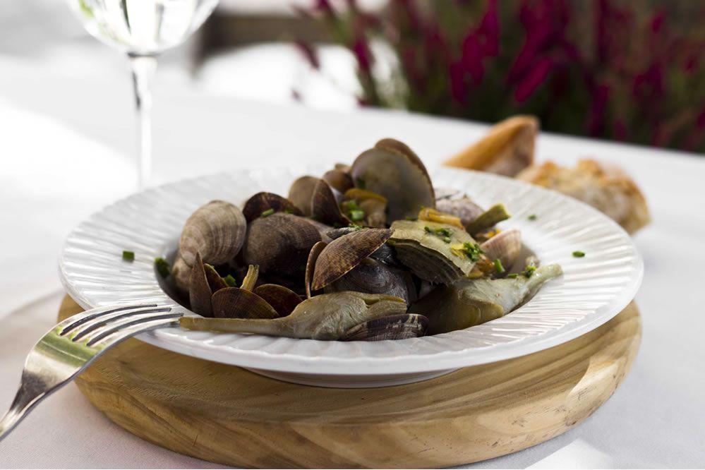 Almejas-con-alcachofas-restaurante-el-botanico